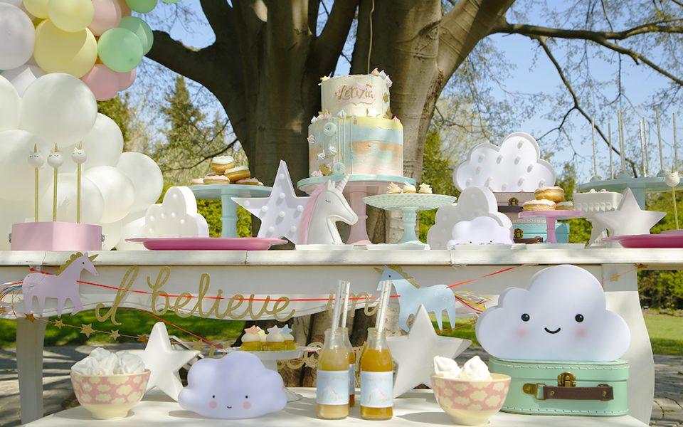 I giochi, i bon bon, i party favor, gli allestimenti per l'unicorns party perfetto